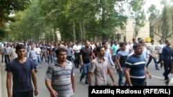 Бахруз Гаджиевтің жұмбақ қазасына байланысты наразылыққа шыққандар. Мингечевир, Әзербайжан, 22 тамыз 2015 жыл.