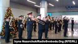 Выступление военных музыкантов в аэропорту Одессы, 21 января 2018 года