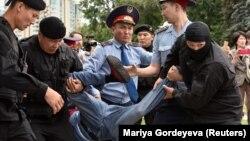 Момент задержания в Алматы, 9 июня 2019 года.