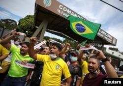 Сторонники Жаира Болсонару в Манаусе протестуют против карантина и самоизоляции. Апрель 2020 года