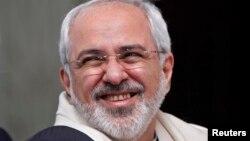 محمدجواد ظریف، وزیر امور خارجه ایران با شال هندی در هند.