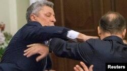 Потасовка Юрия Бойко и Олега Ляшко в Раде 14 ноября 2016 года