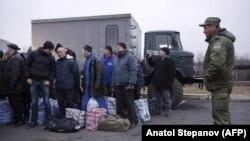 Алмашууну күтүп турган украин аскерлери. 27-декабрь, 2017-жыл.