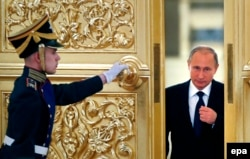 A guard of honor opens the door for Russian President Vladimir Putin at the Kremlin in Moscow. (file photo)