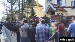 Черга на дільниці у столиці Чехії Празі