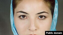 Roxana Saberi walked out of Tehran's Evin prison today.