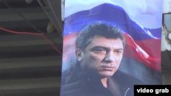 Баннер с портретом оппозиционного политика Бориса Немцова в Краснодаре.
