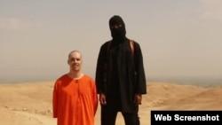 Arxiv fotosu: Islam Dövləti yaraqlıları ABŞ-dan olan jurnalist James Wright Foley-in başını kəsməzdən az öncə. 19 avqust 2014