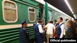 Пассажирский поезд сообщением Душанбе — Астана.