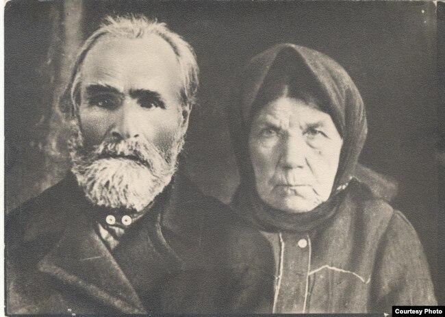 Іван Кузьміч і Эўфрасіньня Міхайлаўна Гарэцкія, бацькі пісьменьніка. 1920-я гг