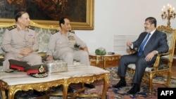 لقاء بين الرئيس مرسي والمشير طنطاوي وسامي عنان في 14 آب