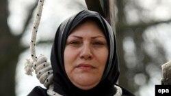 İranlı qadın ölkəsində edam cəzasına etiraz edir. Brüsseldə etiraz aksiyası, 8 mart 2007