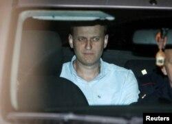 Алексей Навальный в автомобиле полиции, 13 июня 2017 года