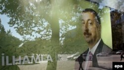 İlham Əliyevin seçki plakatı - 2008
