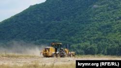 «Свидание с Тавридой»: как в крымском селе проходит «стройка века» (фотогалерея)