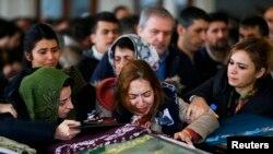 Похороны погибших во время взрыва в центре Анкары 13 марта.