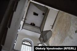 Шахта лифта в больнице. Возможно, это был первый электрический лифт на Донбассе