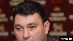 Armenia - Eduard Sharmazanov, a leading member of the ruling Republican Party of Armenia, at a press-conference, Yerevan, 06Nov,2009