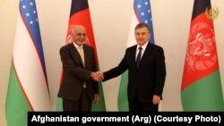 Afghan President Ashraf Ghani (left) and Uzbek President Shavkat Mirziyoev in Tashkent on December 5.