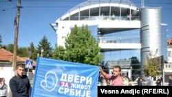 Prethodni protest pokreta Dveri ispred zgrade televizije Pink, ilustrativna ftografija