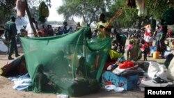 Բանակի և ապստամբների բախումների հետևանքով տեղահանվածներ Հարավային Սուդանում, դեկտեմբեր, 2013թ․