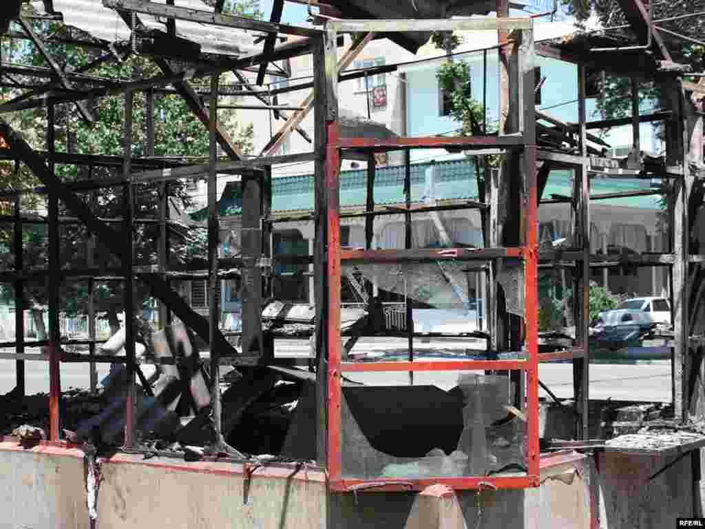 Оштағы өртенген өзбек мейрамханасы. 18 маусым 2010 жыл.