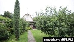 У глыбіні двара — летні дом Усьціновічаў