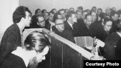 Андрей Синявский и Юлий Даниэль в зале суда
