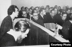 Андрей Синявский и Юлий Даниэль на суде