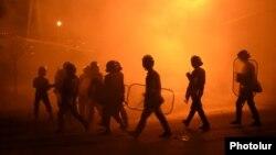 Ոստիկանությունը Սարի թաղում ցրում է ցուցարարներին, 29-ը հուլիսի, 2016թ.