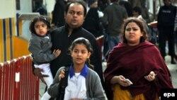 Pakistanda 12.8 million gyz we 11.2 million oglan çaga mekdebe gatnamaýar.