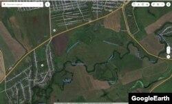 Оросительный канал №2 - тот самый ручей, который в конце мая приобрел молочный цвет. Как утверждают на сахарном заводе и в Росприроднадзоре, он с прудом-охладителем предприятия не соединен