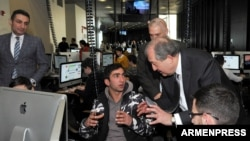 Armenia - Former Prime Minister Armen Sarkissian visits the TUMO Center for Creative Technologies in Yerevan, 31 January 2018.