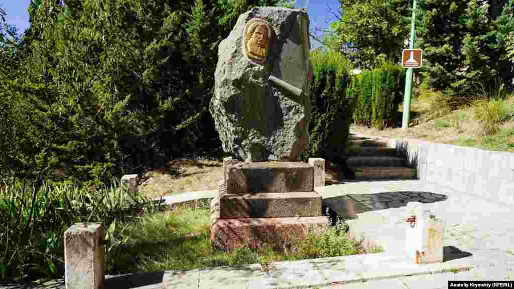 Могила українського поета, перекладача античної літератури, професійного лікаря Степана Руданського (1834-1873) – єдиний меморіал у північній частині кладовища