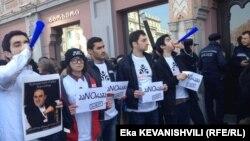 Обращение европейских защитников памятников к властям отказаться от затеи строительства «архитектурного гиганта», который «угрожает облику исторической части Тбилиси» с воодушевлением встретили грузинские противники проекта