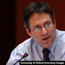 Richard Caplan, profesor i së Drejtës Ndërkombëtare në Universitetin e Oxfordit