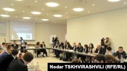 Сегодня состоялась презентация книги, в которой авторы собрали все прецеденты за период с 2008 по 2010 гг., когда суд счел законным отказ госучреждений в доступе к информации представителям НПО и СМИ
