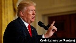 АҚШ президенті Дональд Трамп Финляндия президенті Саули Ниинистемен баспасөз конференциясында сөйлеп тұр. Вашингтон, 29 тамыз 2017 жыл.