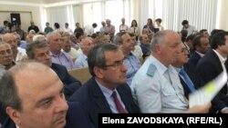 В начале недели правительство пригласило на расширенное общественное собрание представителей партий, общественных движений и самих репатриантов