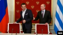 Greek Prime Minister Alexis Tsipras (left) and Russian President Vladimir Putin in the Kremlin in Moscow on April 8