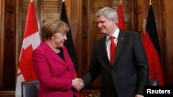 Стивен Харпер во время встречи в Оттаве с Ангелой Меркель 9 февраля 2015 года