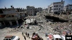 Палестинці забирають вцілілі речі після бомбардування, Смуга Гази, 1 серпня 2014