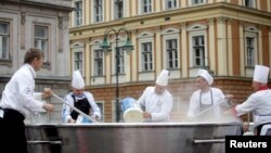 Bosnian chefs in a previous attempt to set a world record in Sarajevo in 2015