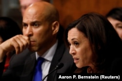 Харрис задает вопросы генпрокурору Барру на слушаниях в Сенате.