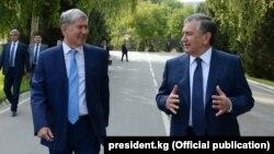Өзбекстандын президенти Шавкат Мирзиёев менен Кыргызстандын президенти Алмазбек Атамбаев.