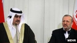 منوچهر متکی، وزير امور خارجه ايران، و شيخ خالد بن احمد بن محمد آل خليفه، همتای بحرینی وی. (عکس : مهر)