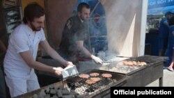 Фестиваль уличной еды в Тбилиси (архив)