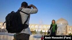 Исфаханда жүрген туристер. Иран.