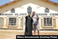 О. Сергій з представником християнської місії у Кенії