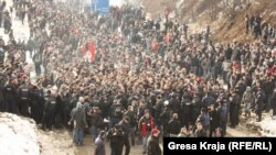 Supporters of Kosovo's nationalist Self-Determination Movement during a January 22 protest in Podujevo, on the way to the Kosovo-Serbia border